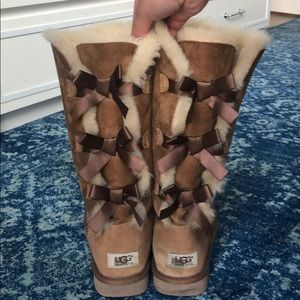 Women's Size 7 UGG BAILEY BOW BOOTS